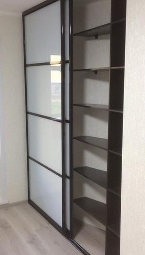 Белые шкафы-купе-Шкаф-купе из стекла с Oracal «Модель 75»-фото2