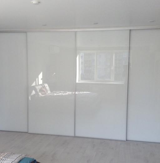 Белые шкафы-купе-Шкаф-купе из стекла Лакобель «Модель 156»-фото5